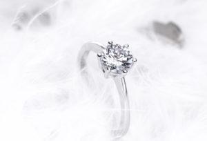 【浜松市】婚約指輪以外の喜ばれるプロポーズアイテム3つ