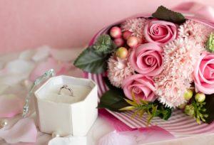 【石川県】小松市 プローポーズはエンゲージリングにバラの花束を添えて