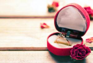 【福島市】ひとりで選ぶ?彼女と選ぶ?婚約指輪の選び方