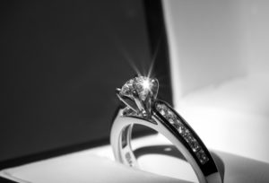 【静岡市】親から譲り受けた婚約指輪を自分のプロポーズ用リングにリフォーム!