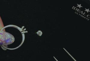 【大阪・天王寺】プロポーズリング (婚約指輪)のデザイン選びで悩める男子必見!