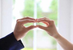 【大阪・梅田】結婚指輪の内側に誕生石!自身を守ってくれる、お二人らしいリングに