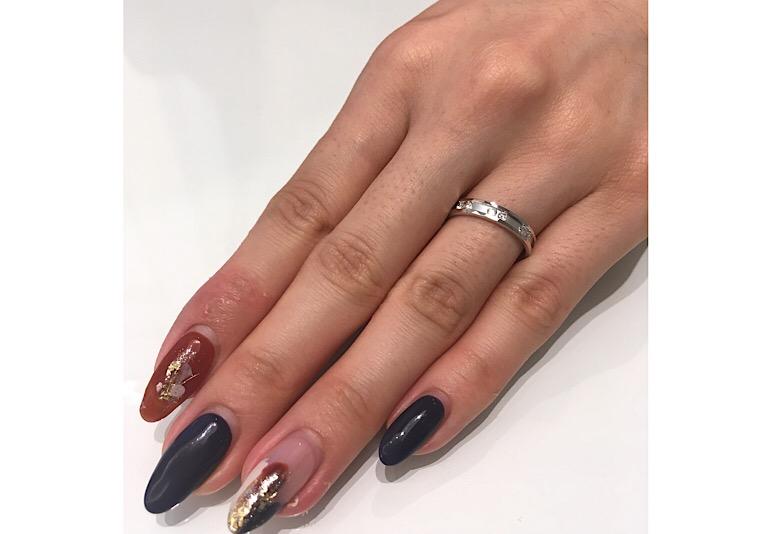 ロイヤルアッシャーのダイヤモンドが6石入った結婚指輪
