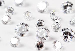 【浜松市】結婚指輪のダイヤモンドの留め方「ツメ留め」と「彫り留め」の違いとは?
