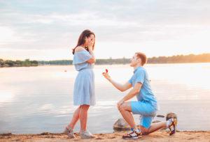 【福岡県久留米市】なぜ婚約指輪を贈るの?その意味は?由来は?