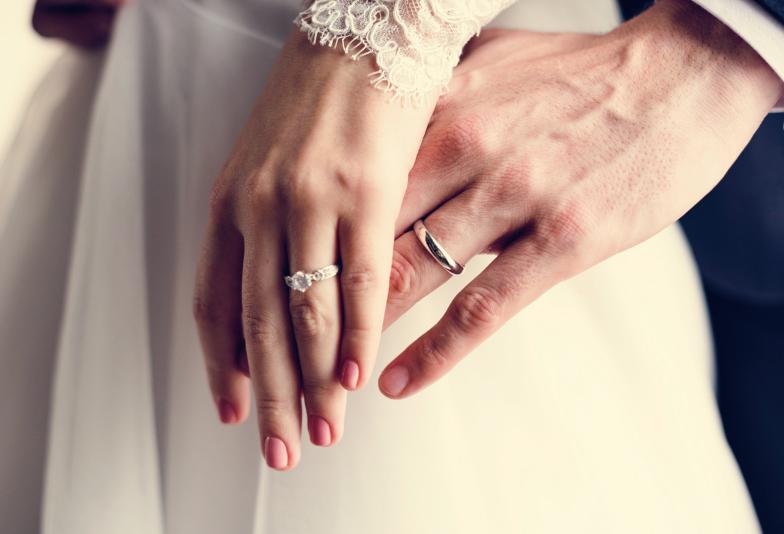 【大阪・岸和田市】婚約指輪を贈る意味、プロポーズ前の男性必見です!
