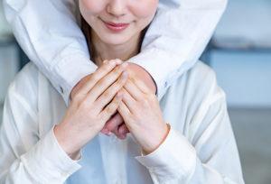 【浜松市】婚約ネックレスを贈ろう!婚約記念品にオススメなダイヤモンドネックレスとは?