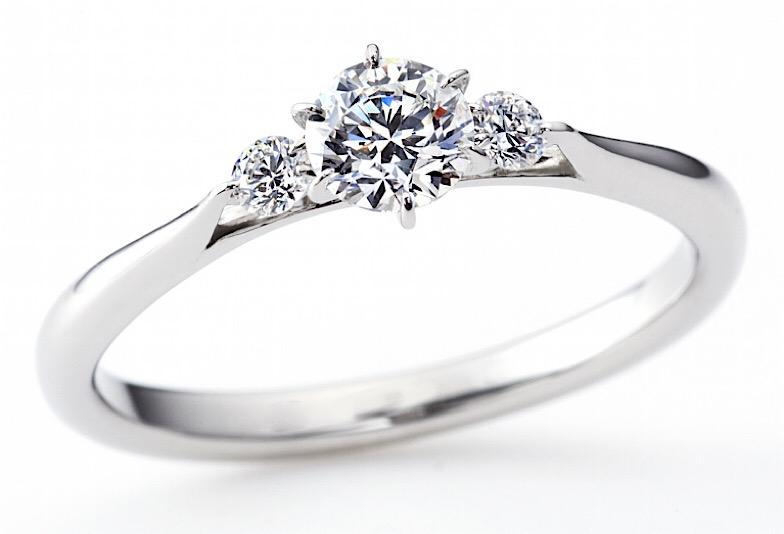 ラザールダイヤモンドの婚約指輪「リリー」