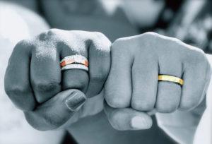 【浜松市】シンプルな結婚指輪を探すカップルの口コミが話題!オーダーメイドのシンプルな指輪って?