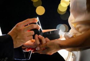 【大阪・心斎橋】婚約指輪は必要?贈る意味と由来
