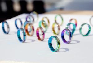 【浜松市】金属アレルギーの方も安心な結婚指輪!「SORA」の人気デザインとは?