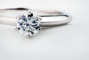 【静岡市】彼女を喜ばせたいなら婚約指輪はダイヤモンドから選ぶべき