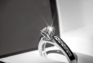 【静岡市】既婚者に聞いた、婚約指輪を着けて良い場面、悪い場面