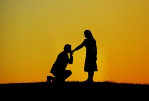 【金沢市】サプライズプロポーズ専用の婚約指輪を入れるケースがあるんです!