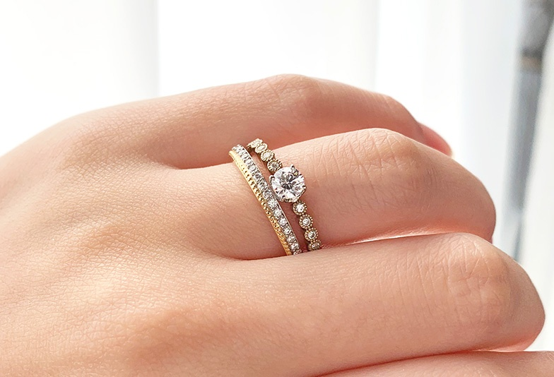 【富山市】意外と知らない婚約指輪と結婚指輪を重ね着けする意味とメリットとは?
