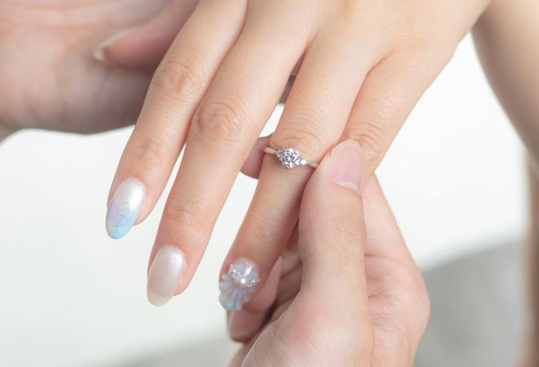 【浜松市】婚約指輪はシンプルでも可愛く見えるデザインは?迷ったときにはゴールドで決まり