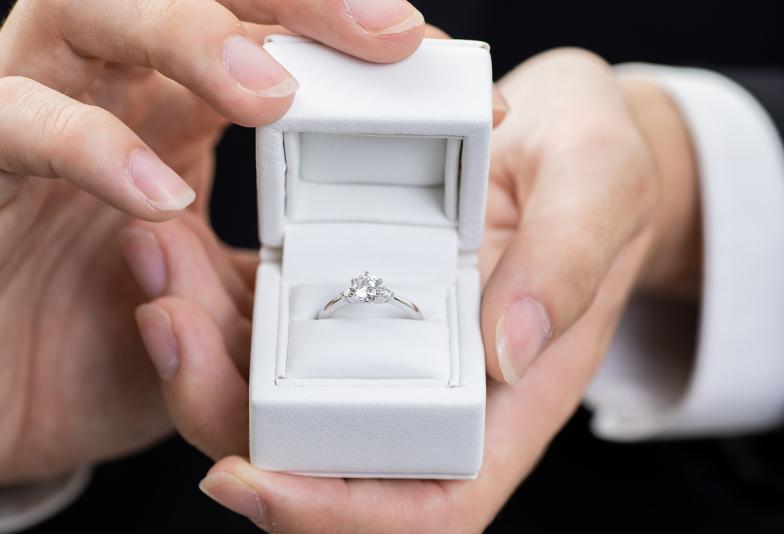 【浜松市】プロポーズ専用リングでプロポーズ!彼女を2度喜ばせるサプライズプロポーズとは?