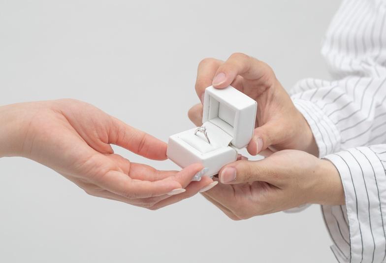 【浜松市】最短納期3日で用意できるサプライズプロポーズ専用ダイヤモンドリングとは?