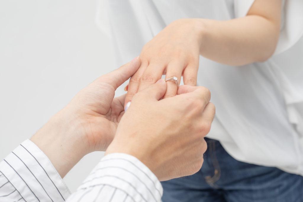 【浜松市プロポーズ相談室】プロポーズはアイテムと演出が大事!?女性が憧れる婚約指輪・シチュエーションとは?