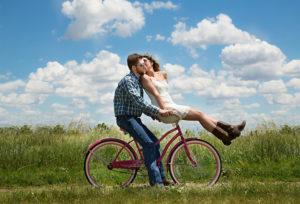 【山形県】【調査】結婚指輪の決定者は「ふたりで」が全国84.0%いると判明!