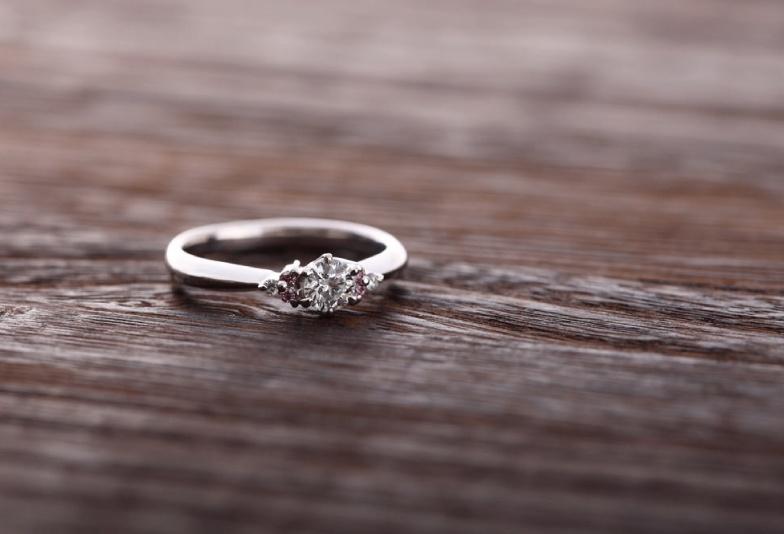 【浜松市】2021年人気の婚約指輪デザインはサイドメレタイプで決まり