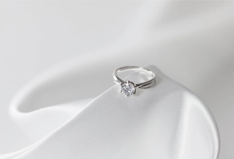 婚約指輪はいらない?高額な指輪を求めない女性の本音