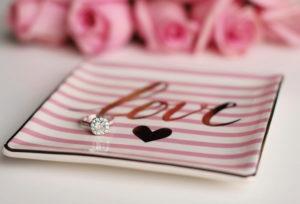 【浜松市】婚約指輪として普段使いもしやすいハーフエタニティリングとは?