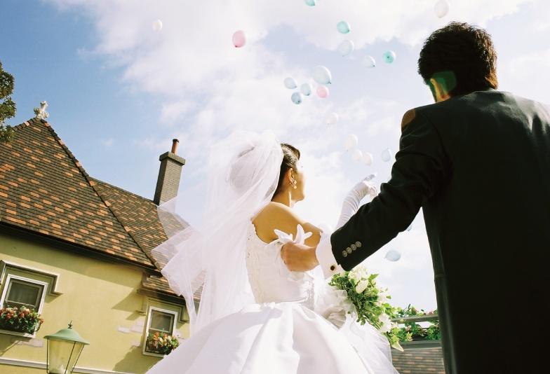 【三重県】オシャレ花嫁大注目!幸せを呼ぶ、ブルーダイヤモンドの婚約指輪