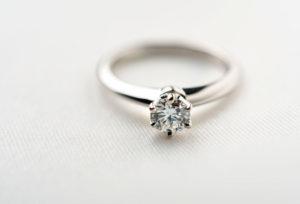 【名古屋市】注目!親から譲り受けた婚約指輪を自分のプロポーズ用リングにジュエリーリフォーム