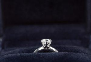 【金沢市】プロポーズを婚約指輪選びからサポート
