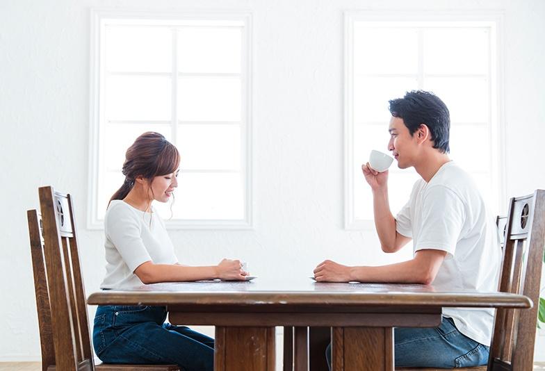 結婚について話し合う