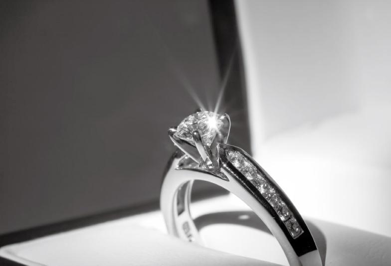 【愛知県一宮市】サプライズプロポーズ!知って得する婚約指輪のアフターケア。