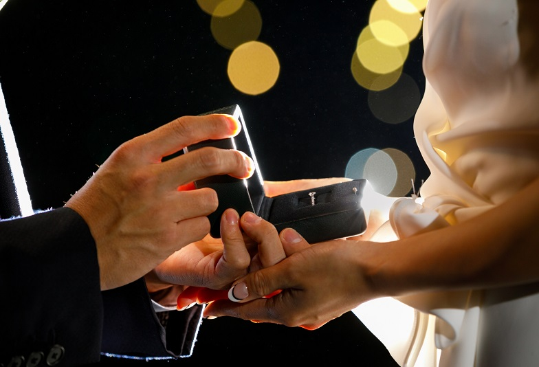 【浜松市】クリスマスプロポーズをお考えの方必見!すぐに用意できる婚約指輪プロミスダイヤリングとは?