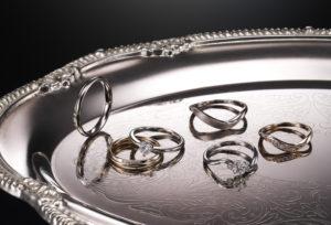 【静岡市】婚約指輪と結婚指輪を一緒に探すなら重ね付けがオシャレなブランド『CARATI VOCE-キャラティーボーチェ-』