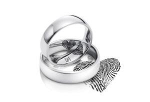 【青森県】シンプルな結婚指輪の選び方。最先端のレーザー刻印をふたりの結婚指輪に