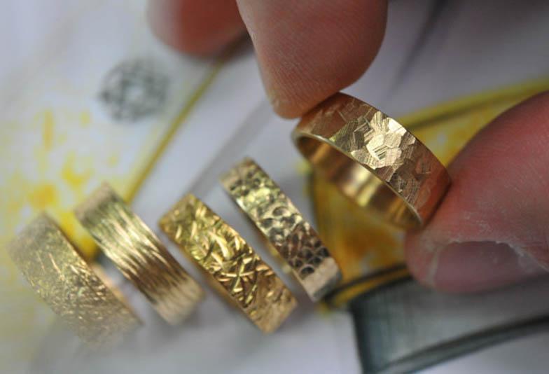 【北海道】太めの結婚指輪がお好みの男性へ。彼女と好みを合わせる方法とは?