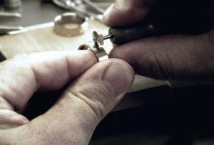 【北海道】シンプルな結婚指輪で人気?高品質・スイスメイドの「MEISTER」とは