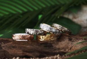 【沖縄県】ハワイアンの結婚指輪はHEART ISLANDが人気!「スクロール」と「プルメリア」の意味合いとは?
