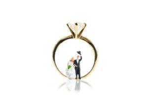 【静岡市】婚約指輪はいつ用意する?購入のベストタイミングはズバリ○○