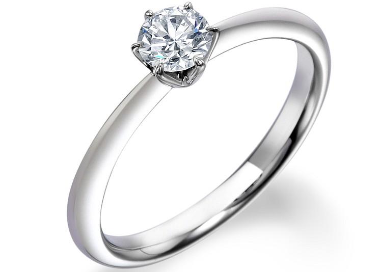 富山市で人気のロイヤルアッシャー婚約指輪