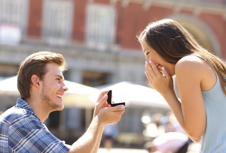 【豊橋市】ダイヤモンドでプロポーズ?!彼も彼女も大満足のプロポーズ方法をご存知ですか?