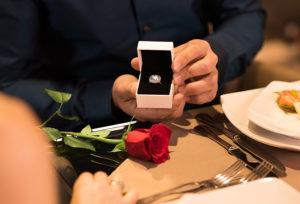【山形】婚約指輪+α!もらってうれしいプロポーズアイテム