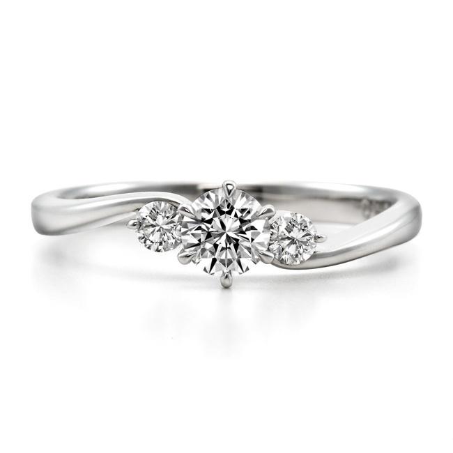 金沢市で人気のロイヤルアッシャーの婚約指輪