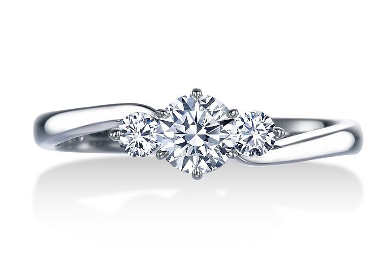 世界3大カッターズブランド一つ「ロイヤル・アッシャー」の婚約指輪。エンゲージリング人気のウェーヴライン。