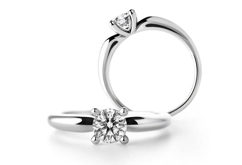富山市で人気のラザールダイヤモンドの婚約指輪