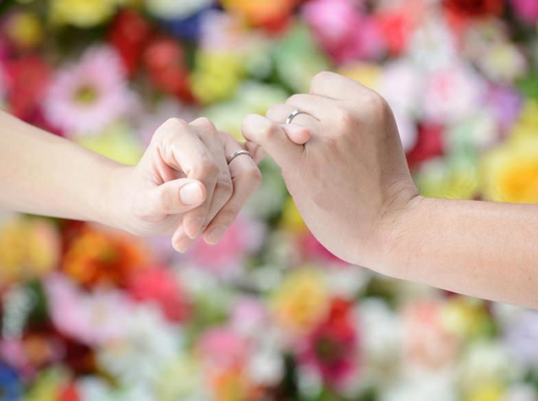 【浜松市】手を綺麗に見せたい方におすすめ!ウェーブラインの結婚指輪とは?