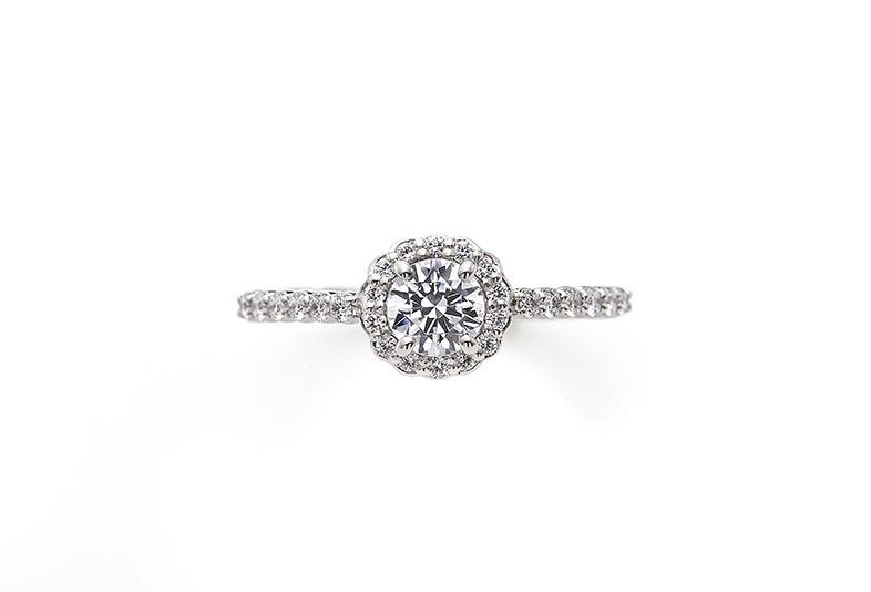 エクトゥーロのゴージャスな婚約指輪