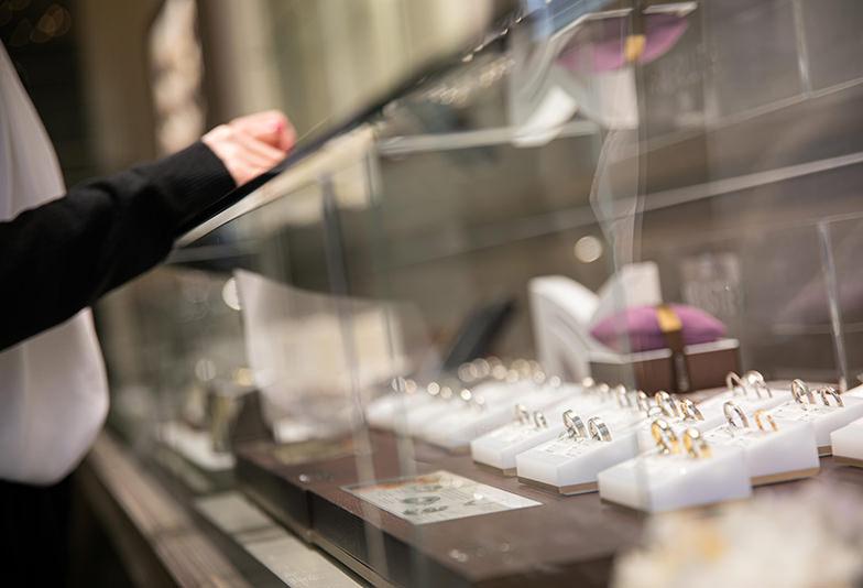 【山形県】男性の結婚指輪にゴールドは人気?おすすめのデザインとは