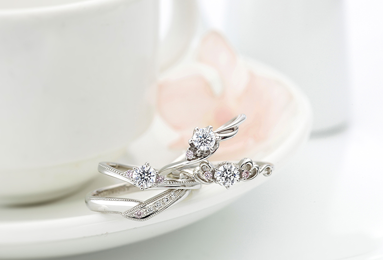 【沼津】プレ花嫁必見!ピンクダイヤモンドが入った婚約指輪と結婚指輪を重ね着けしてみました