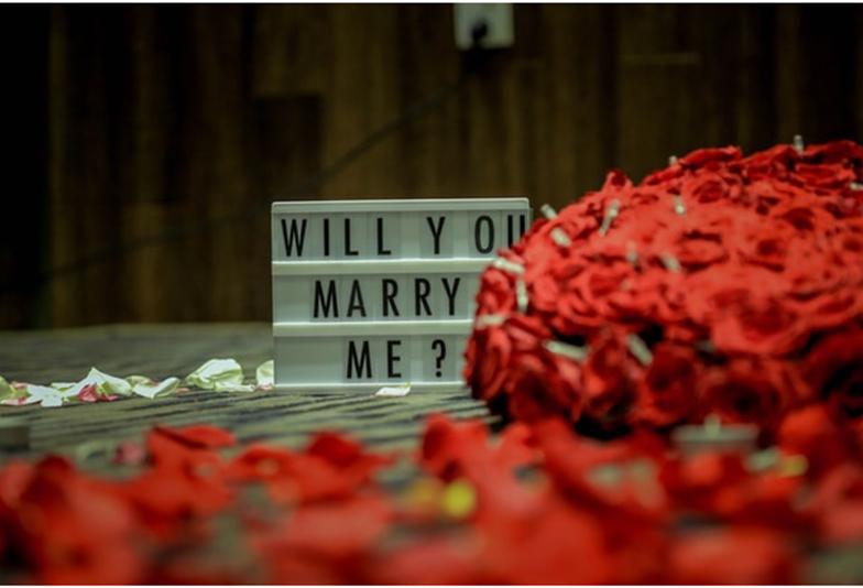 【南大阪・岸和田市】クリスマスにプロポーズするならそろそろ準備を!!おしゃれな婚約指輪で人気のゴールドデザイン特集♡